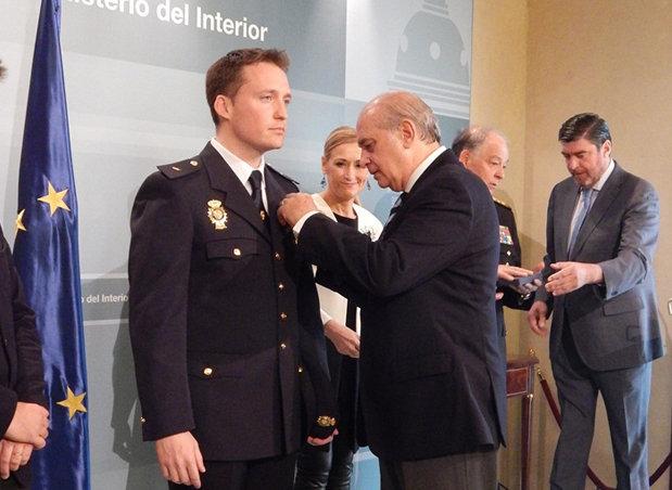 Interior regula el uso del uniforme de la polic a nacional for Ministerio de interior policia nacional